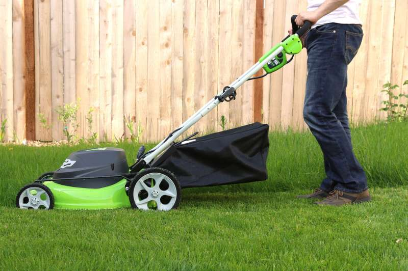 Lawn Care Near Me near Winter Gardens